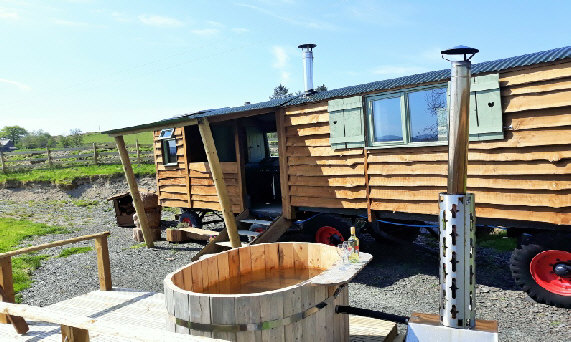 Hidden Hut in the Hills, shepherds hut with a woodfired hot tub